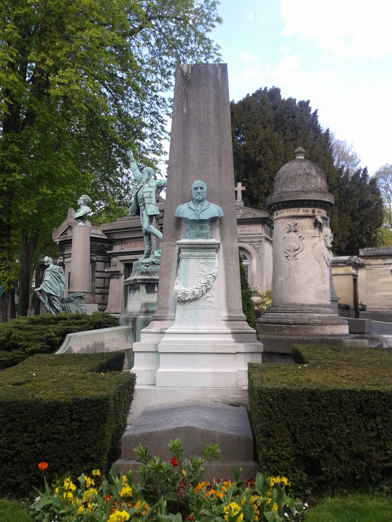 Les Statues - Photo by Amelia Edwards
